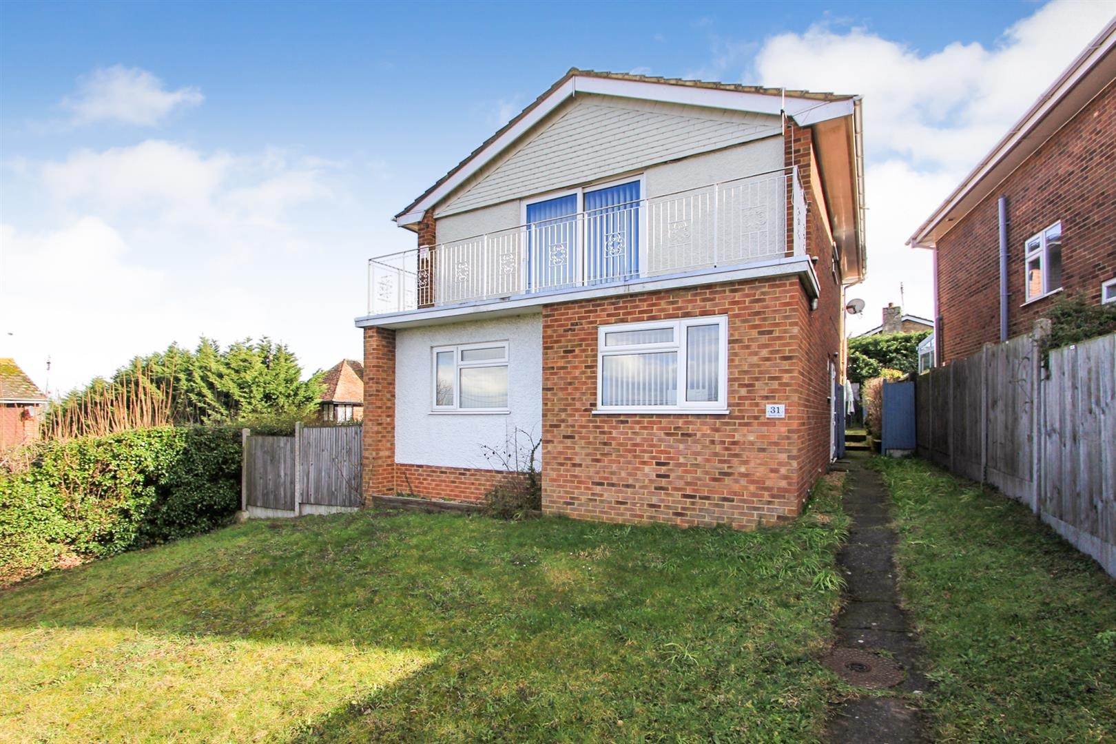 4 Bedrooms Detached House for sale in Borstal Hill, Whitstable